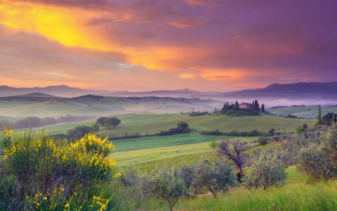 explore-tuscany-comp-medium